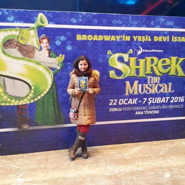 Kızım ile Shrek Thé Musical izlemeye geldik. Bakalım nasıl ☺☺